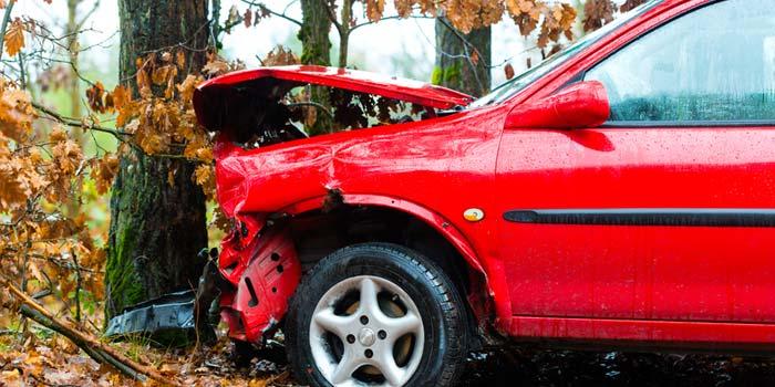 carro-acidente-arvore
